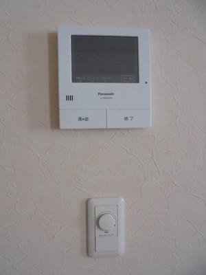 19 各居室のインターホンと調光器付照明スイッチ